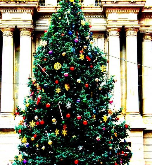 christmastreecityhall_2.jpg
